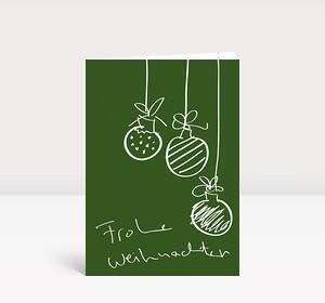Weihnachtskarte Drei Handgezeichnete Christbaumkugeln auf grün