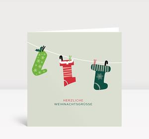 Weihnachtskarte Drei Weihnachtssocken in rot und grün mit Sternen