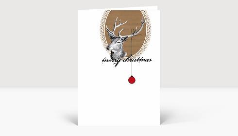 Weihnachtskarte Hirsch mit Weihnachtskugel auf Karton