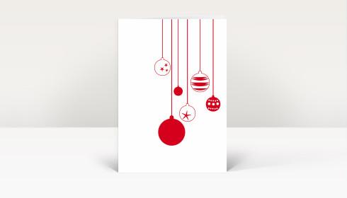 weihnachtskarte sechs rote weihnachtskugeln auf wei dk470. Black Bedroom Furniture Sets. Home Design Ideas